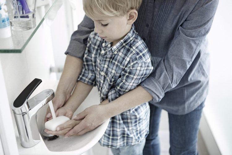 Käsihygieniasta huolehtiminen on tärkein tapa ehkäistä hoitoon liittyviä infektioita