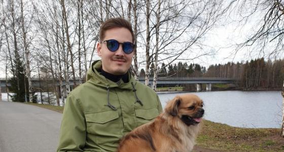 Jonin ei uskottu enää koskaan kävelevän – uusi ortoosi palautti kävelykyvyn